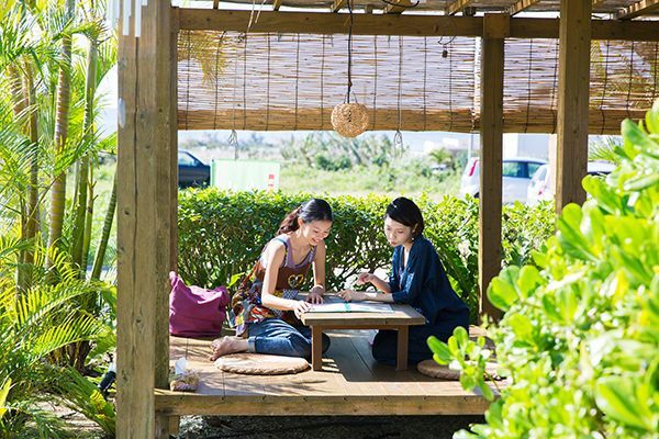 On girls' journey in Miyako-Jima is enjoyable for shopping, beauty salons and visiting around cute cafés in greedy.