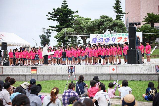 「鯉のぼりフェスト2015」合唱団によるステージ