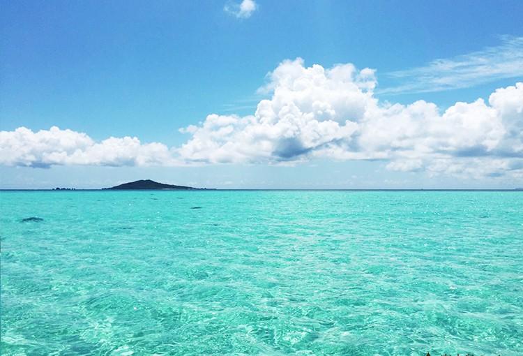エメラルドの海に囲まれた大神島