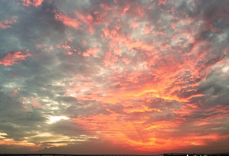 宮古島鮮やかな夕焼け