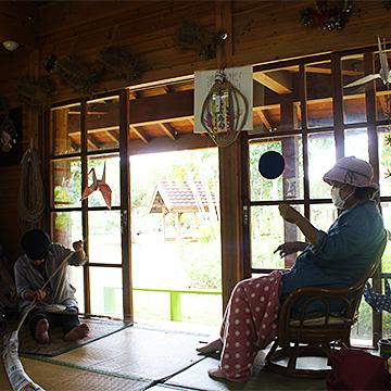 宮古島の素材を使った木工、貝細工、織物、染め、陶芸、乗馬、琉装体験、チガヤ、郷土料理体験
