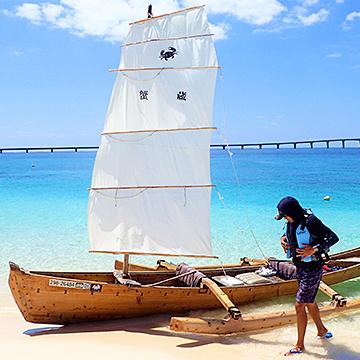 船大工がつくった海人の木造船 伊良部島・佐和田の浜サバニクルーズ&カニランチ